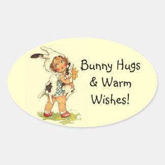 Abrazos de conejito tan dulces del niño del pegatina ovalada
