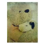 Abrazos de oso de peluche un conejillo de Indias Postal