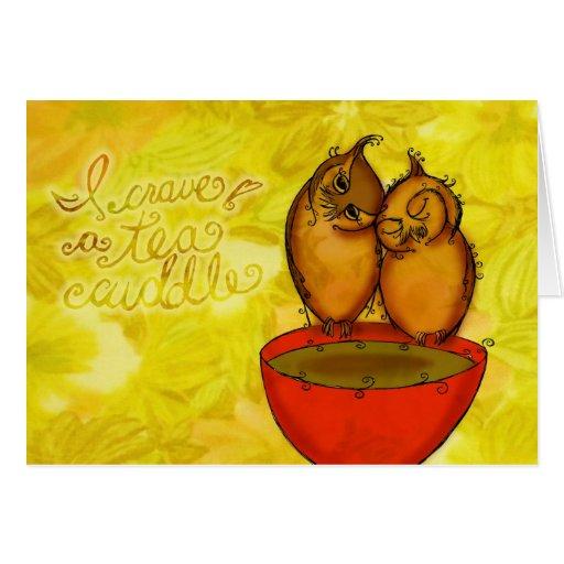 Abrazos del búho del té tarjeta de felicitación