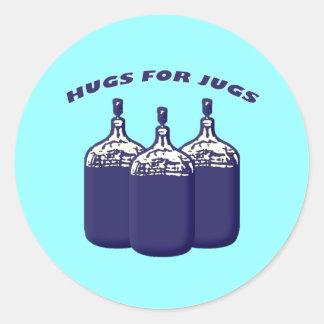 Abrazos para los jarros pegatina redonda