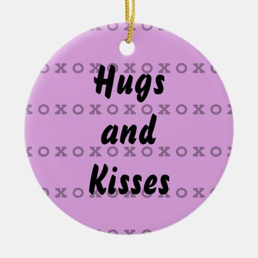 Abrazos y besos adorno redondo de cerámica