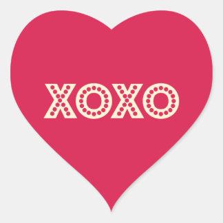 Abrazos y besos pegatina en forma de corazón