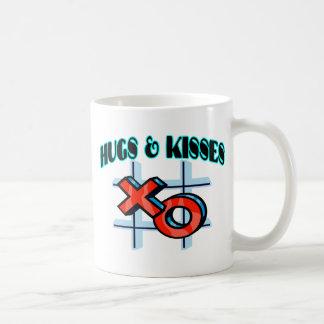Abrazos y besos XO Taza Básica Blanca