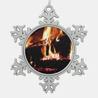 Abre una sesión la chimenea adorno de peltre en forma de copo de nieve