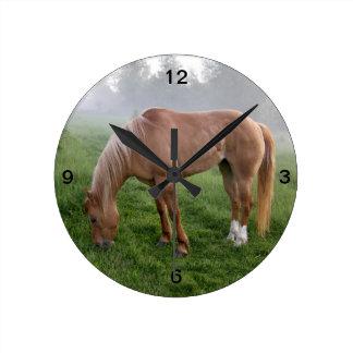 """""""Abril"""" el reloj de pared del caballo"""