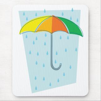 Abril riega el paraguas alfombrilla de ratones