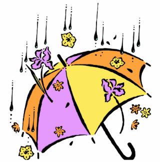 Abril riega el paraguas fotoescultura vertical