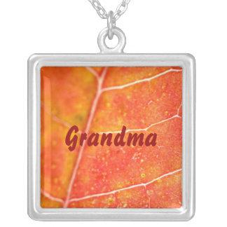 Abuela, collar anaranjado de la hoja de arce del