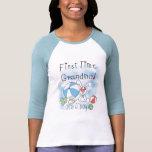 Abuela de la primera vez de las camisetas y de los