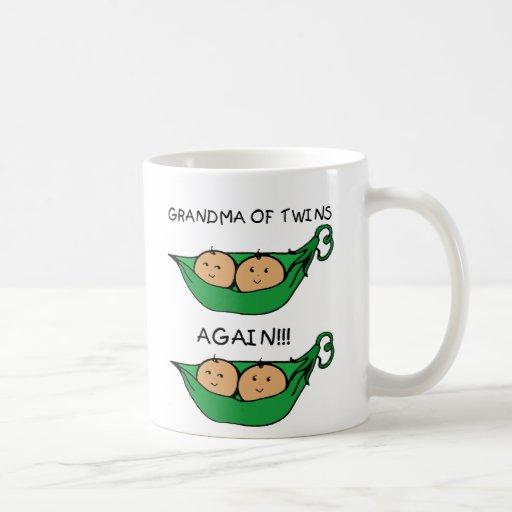 Abuela de los gemelos de la vaina otra vez tazas de café