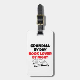Abuela del aficionado a los libros etiquetas de maletas
