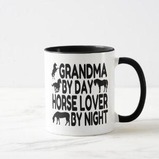 Abuela del amante del caballo