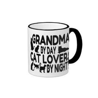 Abuela del amante del gato taza de dos colores