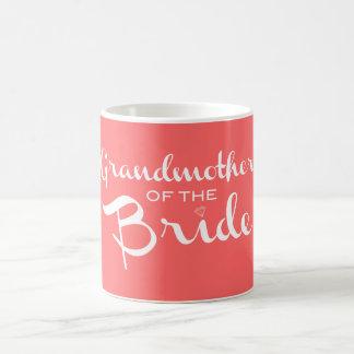 Abuela del blanco de la novia en el melocotón taza