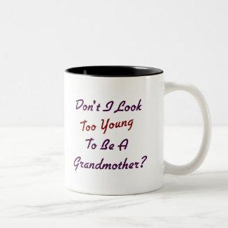 Abuela demasiado joven taza de café