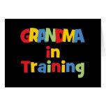 Abuela divertida en el entrenamiento tarjeton