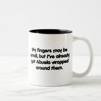 Abuela envuelto taza de café