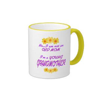 Abuela joven taza de café