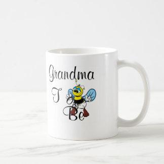 Abuela juguetona a ser taza