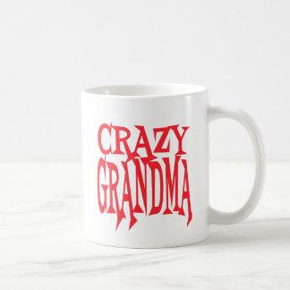 Abuela loca en rojo taza