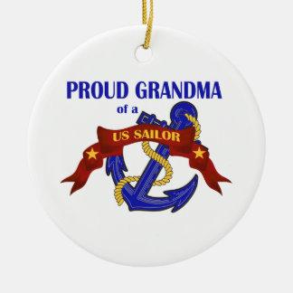 Abuela orgullosa de un ornamento del marinero de adorno redondo de cerámica