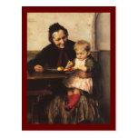 Abuela y nieto con la cesta de fruta postales