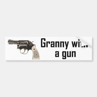 Abuelita con un arma etiqueta de parachoque