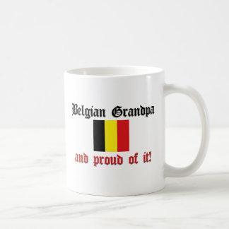 Abuelo belga orgulloso taza clásica