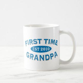 Abuelo de la primera vez taza clásica