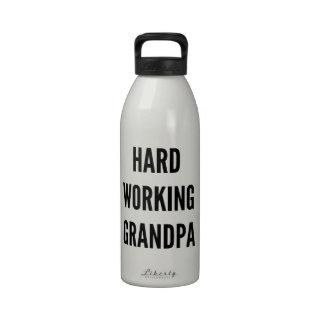 Abuelo de trabajo duro botella de beber