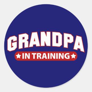 Abuelo en el entrenamiento pegatina redonda