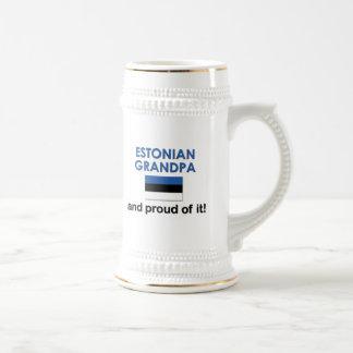Abuelo estonio orgulloso jarra de cerveza