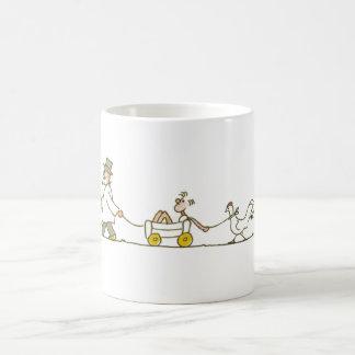 Abuelo, niño y pollo tazas de café