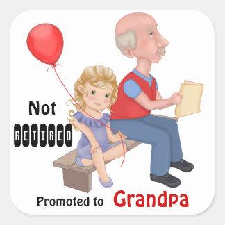 Abuelo promovido no jubilado pegatina cuadrada