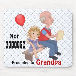 Abuelo promovido no jubilado tapetes de ratón