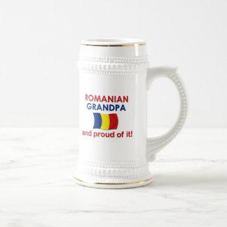 Abuelo rumano orgulloso jarra de cerveza