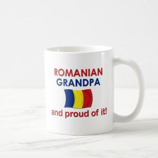 Abuelo rumano orgulloso taza básica blanca