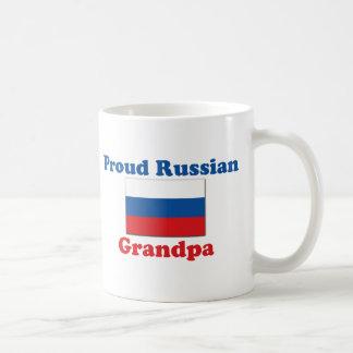 Abuelo ruso orgulloso taza clásica