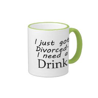 Acabo de conseguir divorciado taza de dos colores