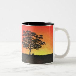 Acacia de la puesta del sol taza de dos tonos