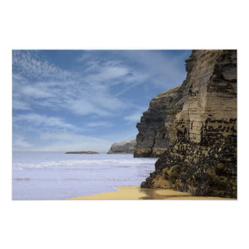 acantilados antiguos en la costa irlandesa poster
