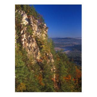 Acantilados de la montaña del monumento postal