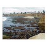 Acantilados de la playa del océano de Tidepools Postal