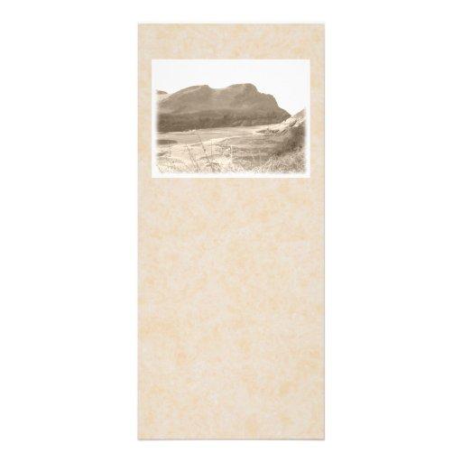 Acantilados en color de la sepia. En fondo beige Plantilla De Lona