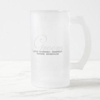 Acaricie al novio taza de cristal