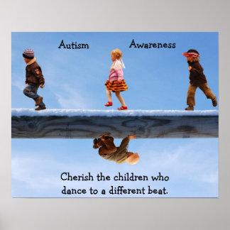 Acaricie el poster de los niños