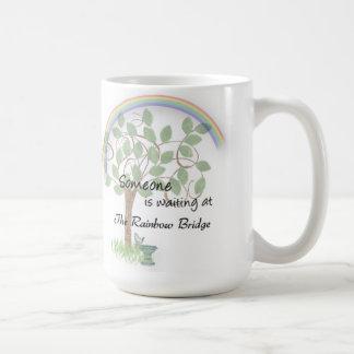 Acaricie la pérdida, puente del arco iris de la taza de café