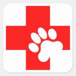 Acaricie las etiquetas de los primeros auxilios