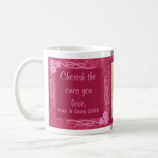Acaricie los que usted ama la taza