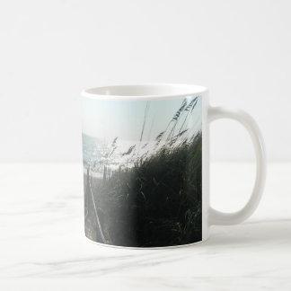 Acceso a la playa tazas de café